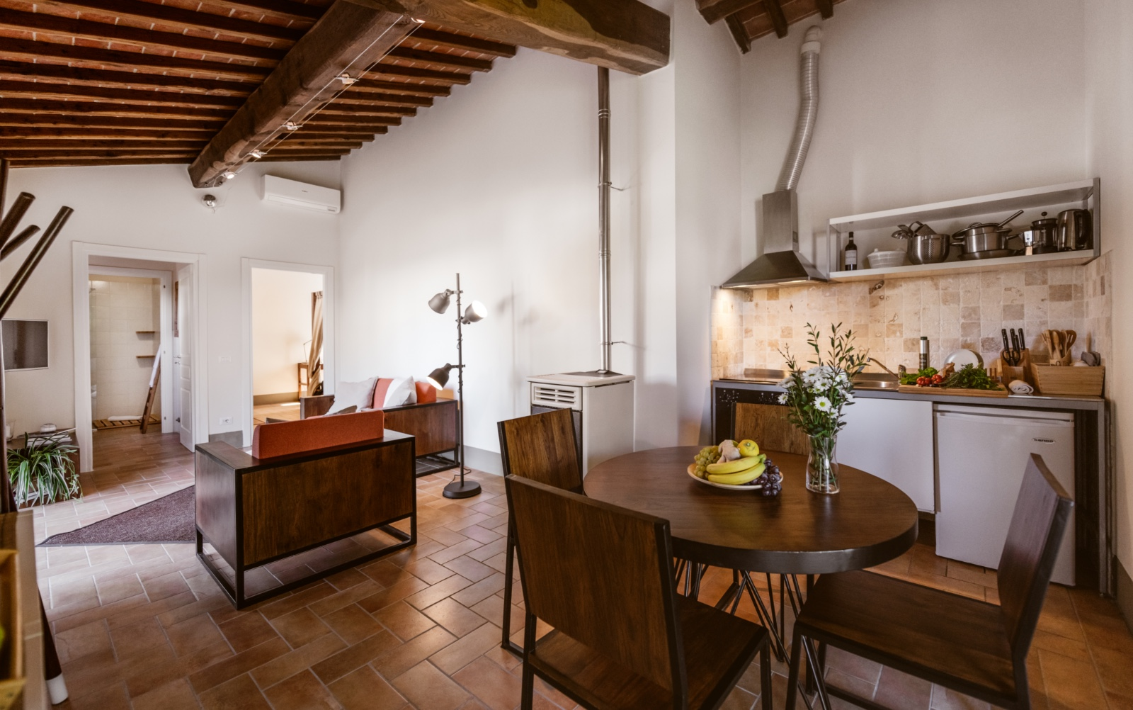 Apartment for family holiday in Tuscany, lunch table