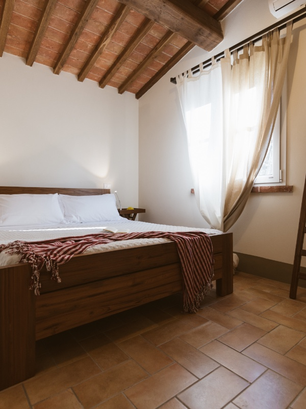 2 bedroom apartment in tuscany, bedroom